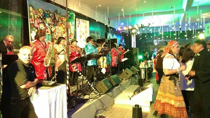 Lo más divertido de una fiesta es la actitud de la gente, esto se genera con muy buena música y gran ambiente!